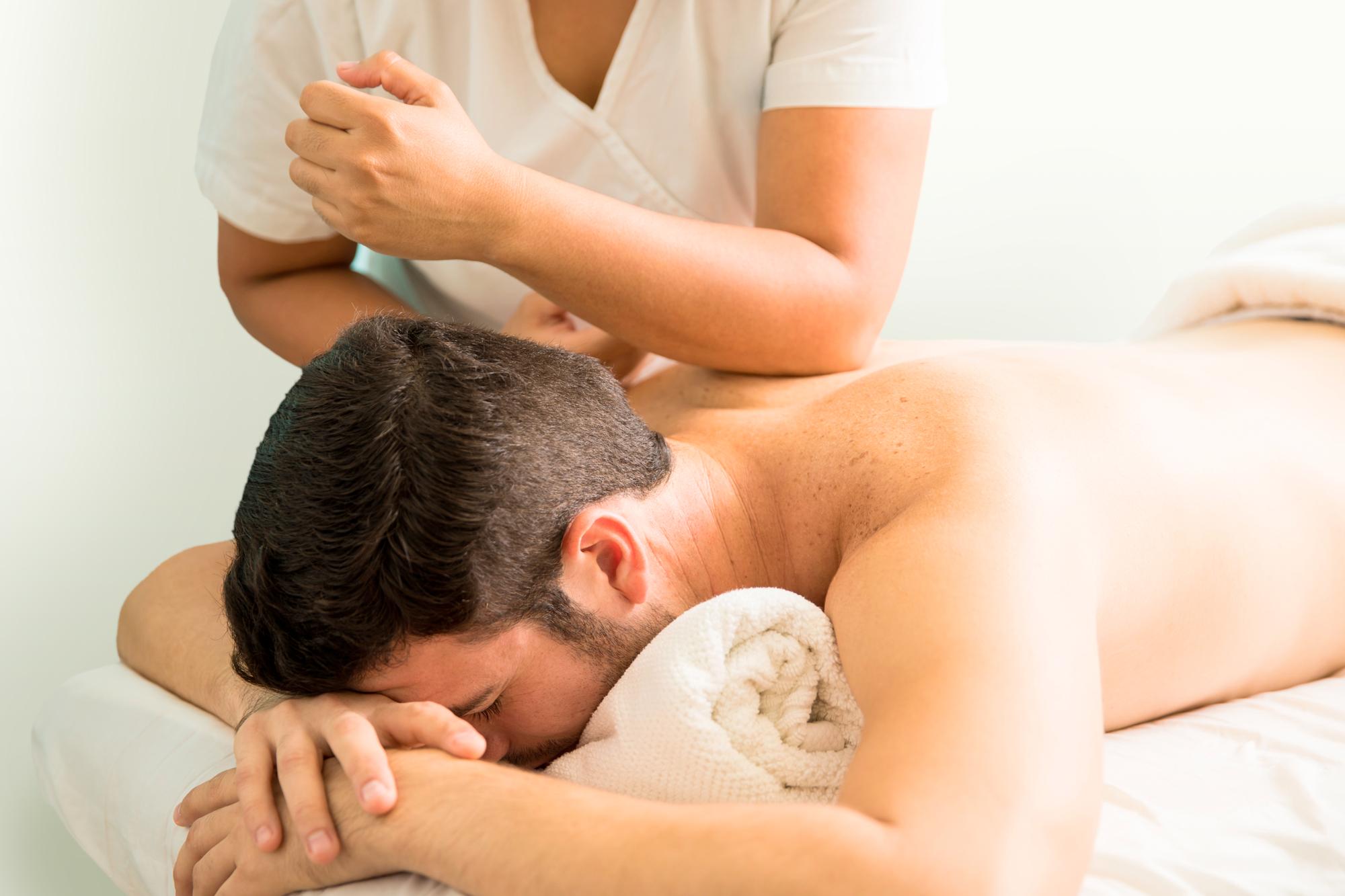 Helion legt uit wat holistische massage betekentholistische